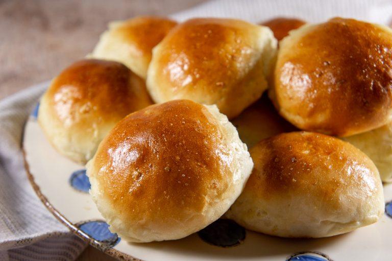 Homemade Garlic Bread Rolls
